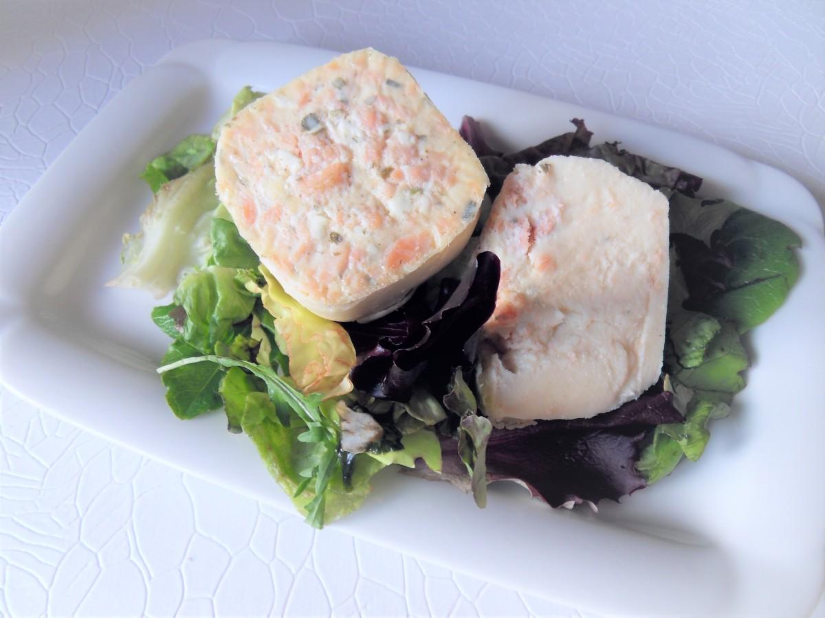 Cette image a un attribut alt vide; le nom du fichier est quiche-lorraine-saumon-fume-et-fromage-ail-et-fines-herbes-multidelices2.jpg